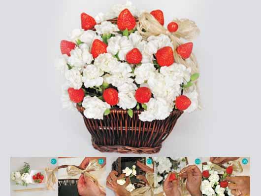 گل آرائی با گل میخک و توت فرنگی