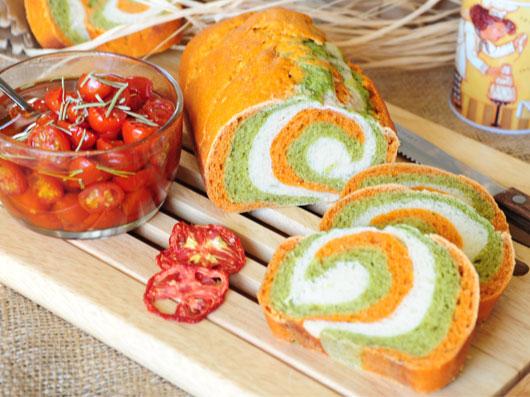 نان سه رنگ گوجهفرنگی و اسفناج