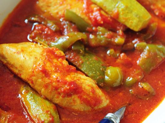 خوراك مرغ با سس گوجه فرنگی