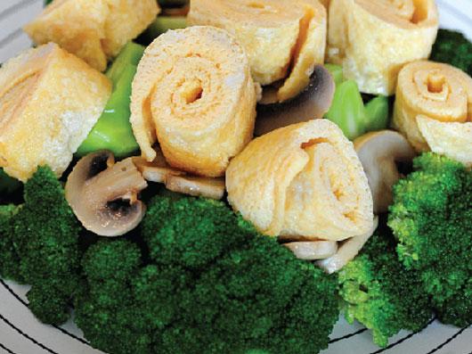 رول های تخم مرغی با سبزی