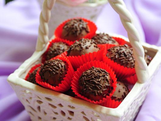 ترافل شکلات و بادامزمینی