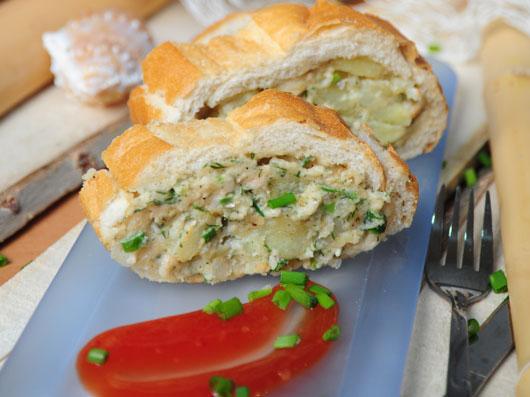 نان پركرده با ماهی و سیبزمینی