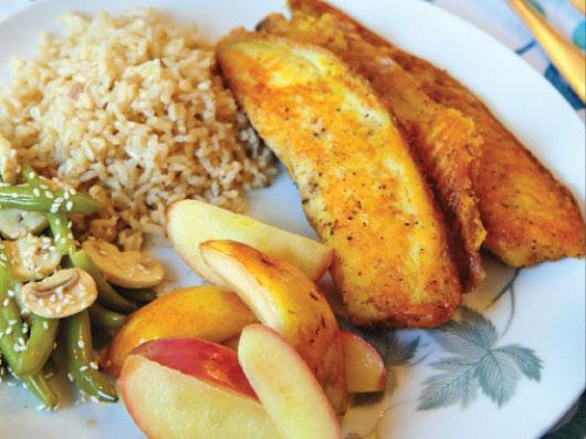 خوراك ماهی با سیب و گلابی
