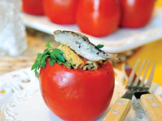دلمه گوجهفرنگی با ماهی ساردین