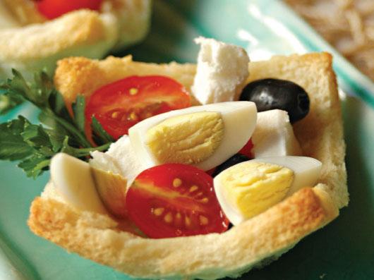 تارتلت پنیر سفید با تخم بلدرچین