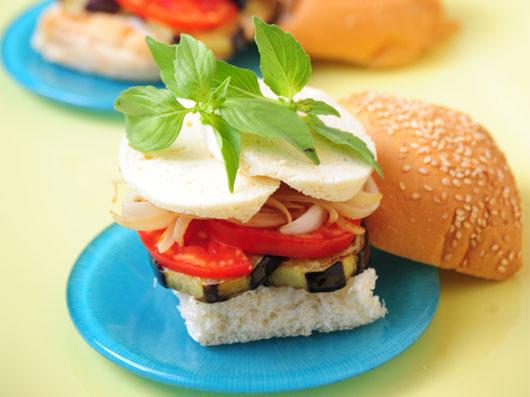 ساندویچ  بادمجان و موزارلا