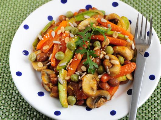 خوراک هویج  با مغزدانهها