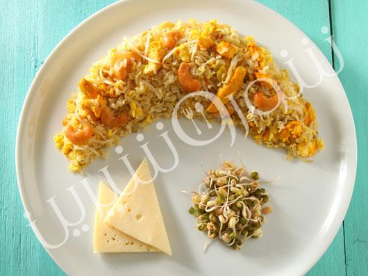 برنج قهوهای با جوانه ماش و مرغ