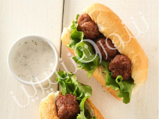 ساندويچ بيفبال با ديپ پارسلی