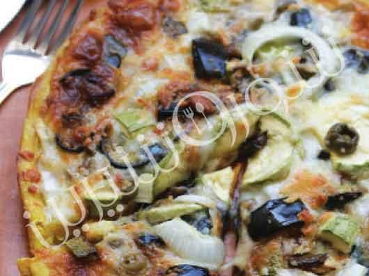 پیتزای مخصوص با سس گیاهان بویا