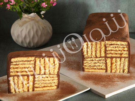 کیک چند لایۀ شکلاتی