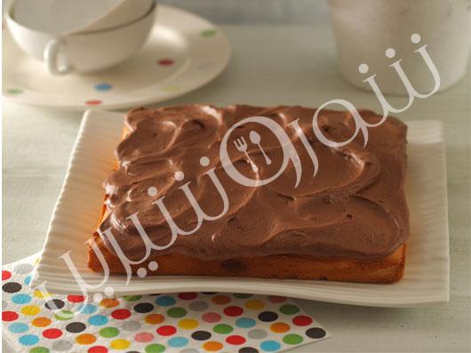 کیک وانیلی  با کرم شکلاتی