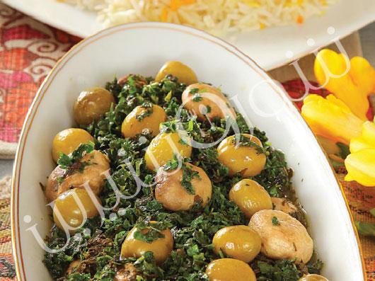 خورش گوجه سبز با قارچ