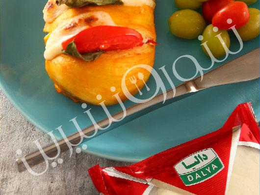 مرغ پر شده  با پنیر موزارلا