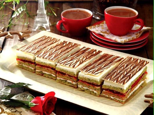 کیک اپرای پسته
