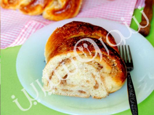 نان شیرین بادامی