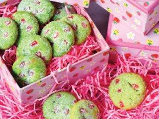شیرینی پسته و آلبالو