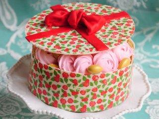 کیک به شکل جعبه شکلات