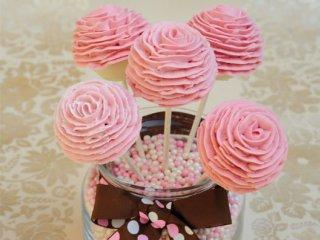 كیك پاپس با شكلات سفید و گلهای رز | طرز تهیه پاپس کیک