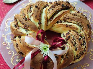 نان شیرینی حلقهای بادام و كرنبـری