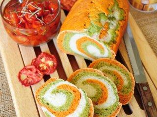 نان سه رنگ گوجه فرنگی و اسفناج