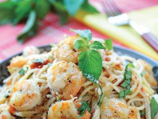 اسپاگتی با سس گوجه فرنگی و میگو