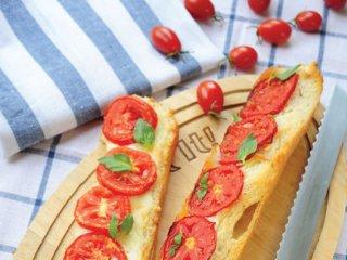 بروسكتای گوجهفرنگی