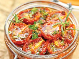 كنسرو گوجهفرنگی خانگی