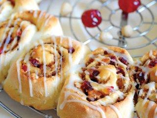 حلقه نان میوهای