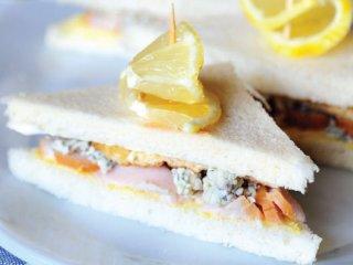 ساندویچ تخممرغ و ماهی