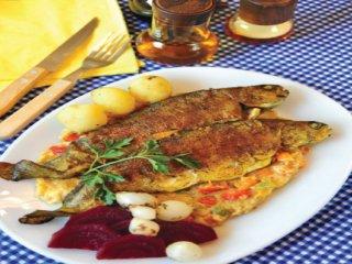 ماهی قزلآلا با سس بادمجان