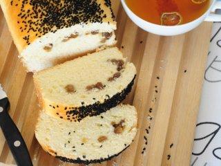 نان کشمش و سیاهدانه