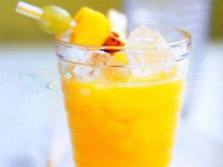 نوشیدنی با میوه های گرمسیری