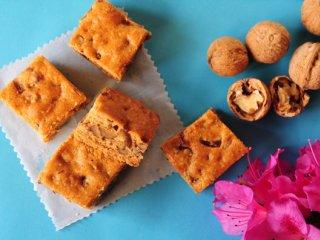 شیرینی برشی كارامل، خرما و گردو