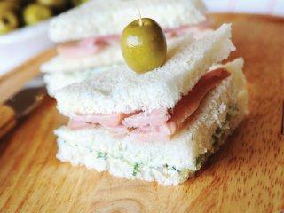 ساندویچ زیتون و شوید