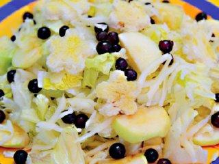 سالاد میوه و پنیر