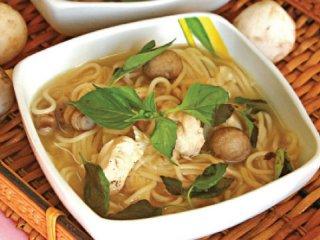 سوپ پاستا و مرغ
