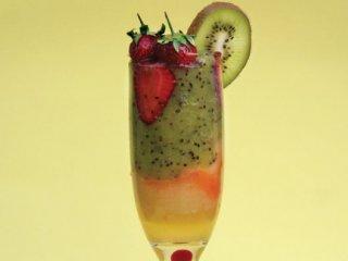 نوشیدنی نارنگی و توتفرنگی