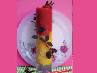 نوشیدنی هلو و توتفرنگی