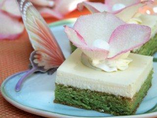 طرز تهیه کیک سبز بادامی