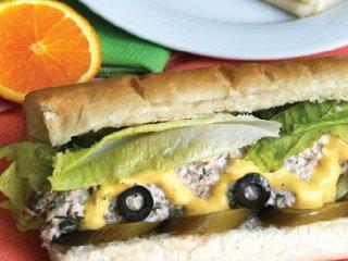 ساندویچ سرد ماهی تُن