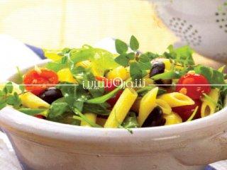 پاستا با زیتون سیاه، فلفل دلمهای و گوجهفرنگی