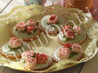 کوکی با تزئین گلهای بهاری