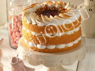 کیک فندقی با مرنگ و مارمالاد