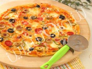 پیتــزا  ایتالیائی  با زیتون و قارچ