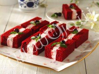 طرز تهیه کیک بستنی قرمز مخملی