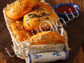 پیراشکی قارچ و پنیر