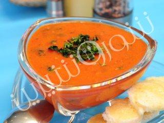 سوپ گوجهفرنگی با نان برشته پنيری