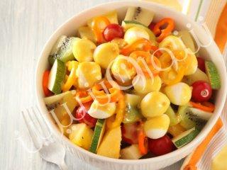 سالاد میوه و سبزیجات تازه