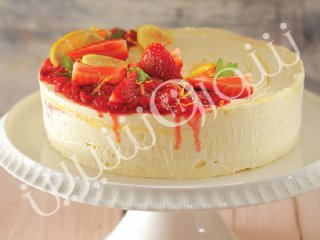 کیک یخچالی توت فرنگی و لیموناد